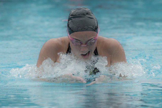La Jolla's Addie Seale in the 200 Medley Relay (photo: Mike Lewis, Ola Vista Photography)
