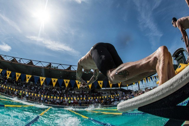 Anthony Ervin brings it home on the final leg for the Olympic Club (Photo: Mike Lewis - Courtesy of U.S. Masters Swimming)