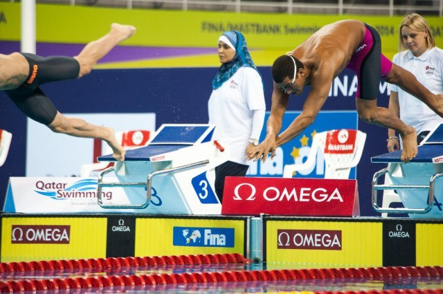 Ous Mellouli dives off in the men's 400 free prelims. Courtesy: FINA Mastbank World Cup - Doha