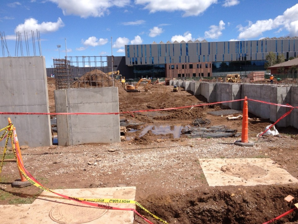 Photo vault watch northern arizona 39 s new pool rise from the ground up for University of arizona swimming pool