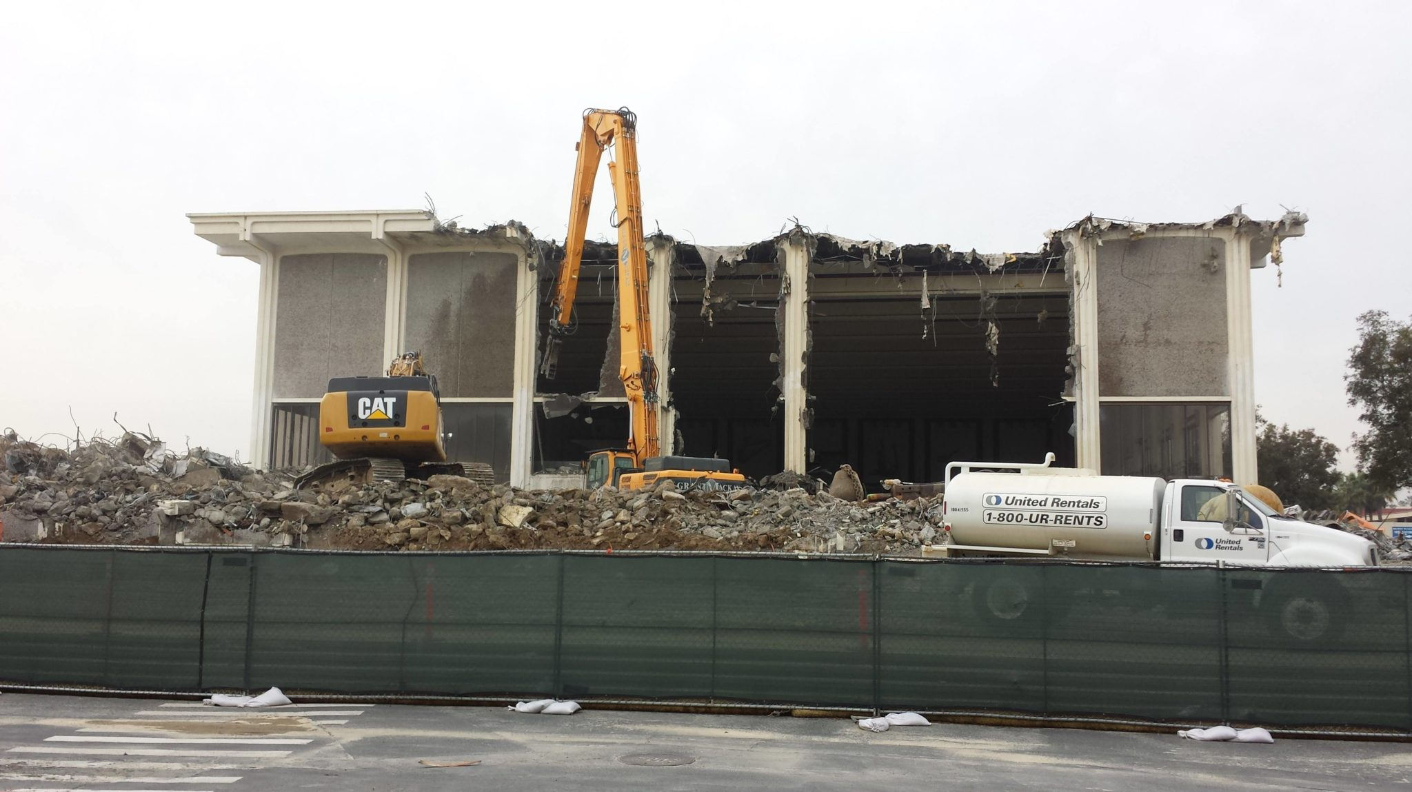Watch As Old Belmont Plaza Olympic Pool Is Demolished In Long Beach California
