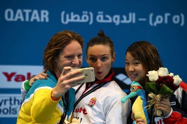 Katinka Hosszu (C) celebrates with Emily Seebhom (L) and Sayaka Akase (R)