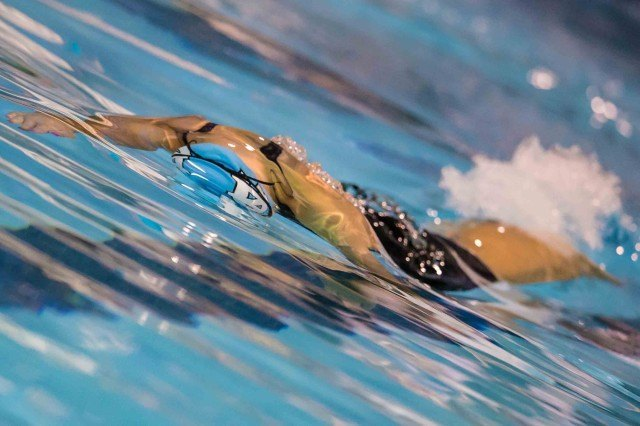 Katie Ford breakout in the 50 free (photo: Mike Lewis, Ola Vista Photography)