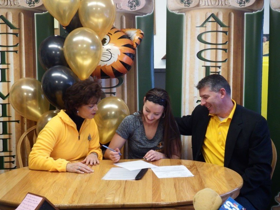Wyoming Swimmers Jones and Drazick Announce Their Fall Commitments