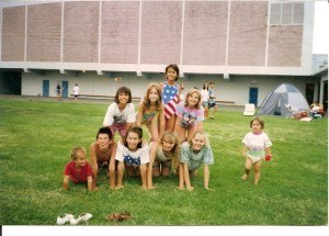 Front row, L to R: Nathan, Justin and Donella. 2nd row, behind Justin and Donella is Tara Kirk. Standing, in stars & stripes swim suit, is Dana Kirk. How cool is that, 3 Olympians in the making!