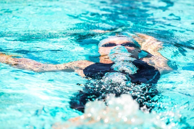 Elizabeth Pelton prelims 200 backstroke 2015 Santa Clara Pro Swim (photo: Mike Lewis, Ola Vista Photography)