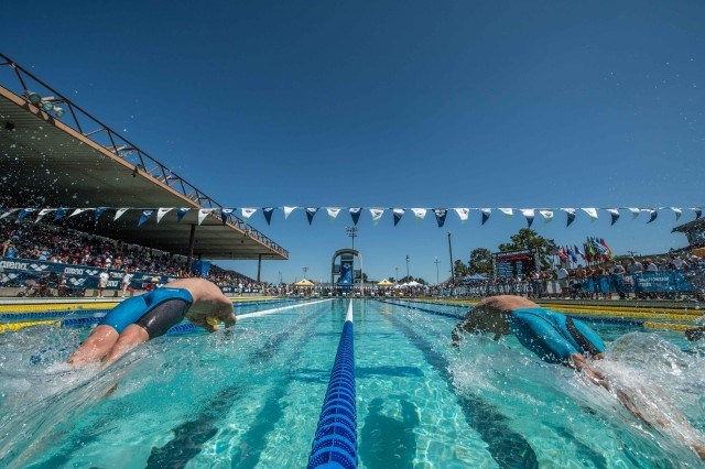Ryan Murphy and Michael Phelps off in the prelims of the 200 backstroke (photo: Mike Lewis, Ola Vista Photography)