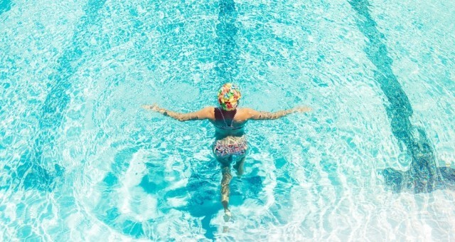 slideshow-hailley-diana-cap-full-pool