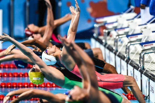 Go time in the 50 back at the 2015 FINA world championships Kazan Russia (photo: Mike Lewis, Ola Vista Photography)