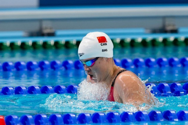 Shi Jinglin (CHN) split 1:06.35 to help China's 4x100m medley relay qualify 1st for the final. 2015 FINA World Championships  (courtesy of Tim Binning, theswimpictures.com)