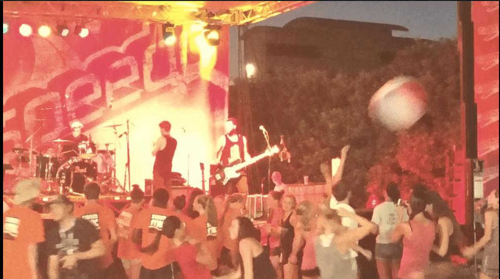Speedo USA Hosts 'Splash Bash' at 2015 Speedo Junior Nationals