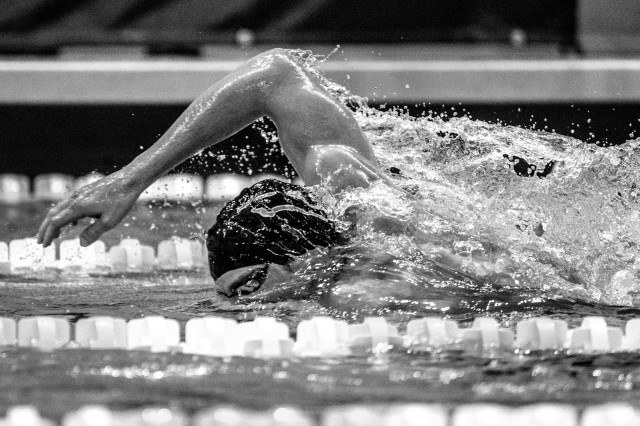 Darian Townsend in the 200 free (photo: Mike Lewis, Ola Vista Photography)