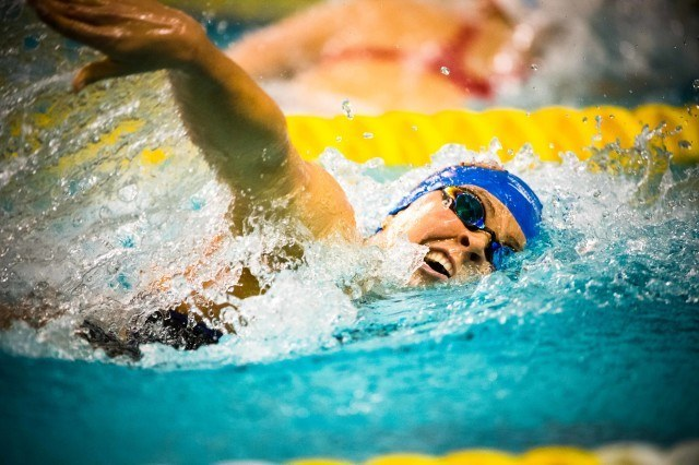 Elizabeth Beisel in the prelims of the 200 freestyle (photo: Mike Lewis, Ola Vista Photography)