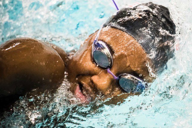 Simone Manuel at the USA Swimming pro swim series stop in Minneapolis (photo: Mike Lewis, Ola Vista Photography)