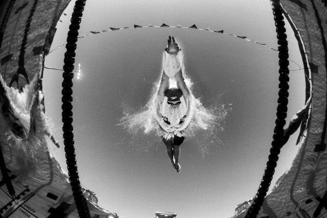 Katie Ledecky off the blocks in the 400 free in Mesa, Arizona (photo: Mike Lewis, Ola Vista Photography)