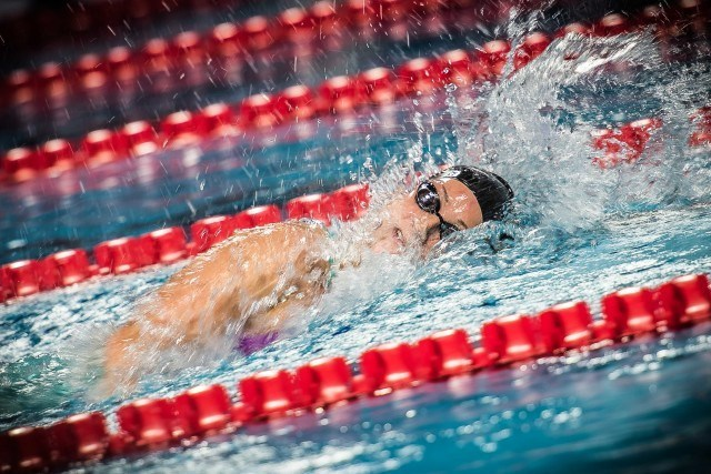 Leah Smith in the 800 free at the duel in the pool (photo: Mike Lewis)