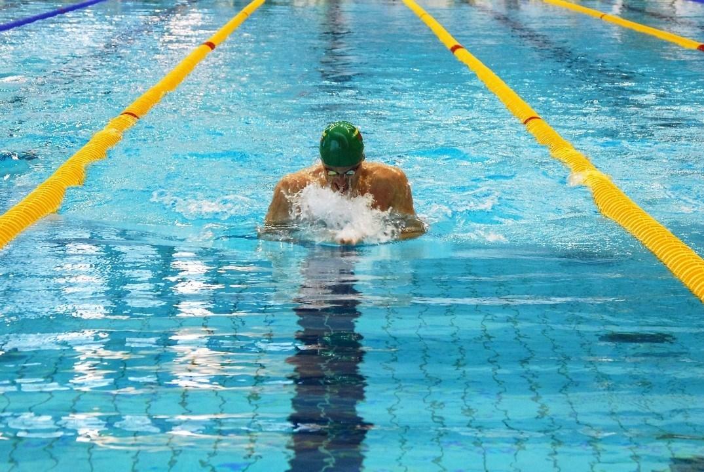 Rollwende beim Brustschwimmen – möglich und erlaubt (Video)