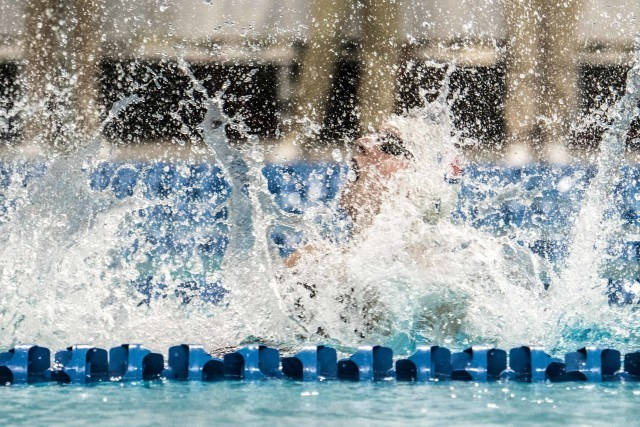Katie Ledecky breaks world record in the 800 freestyle 8:06.68 in Austin Texas (photo: Mike Lewis)