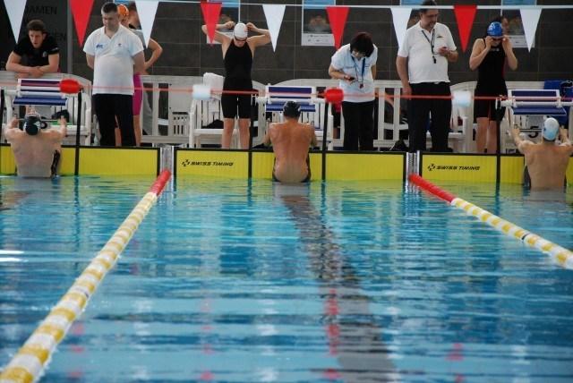 Christian Diener startet über die 100 m Rücken.