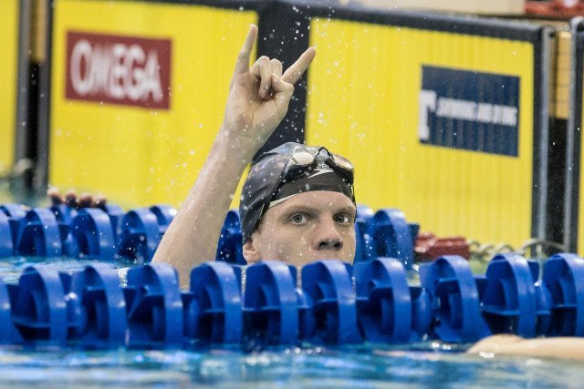 Townley Haas giving the horns after his 500 free win. Photo Credits: Tim Binning/TheSwimPictures.com