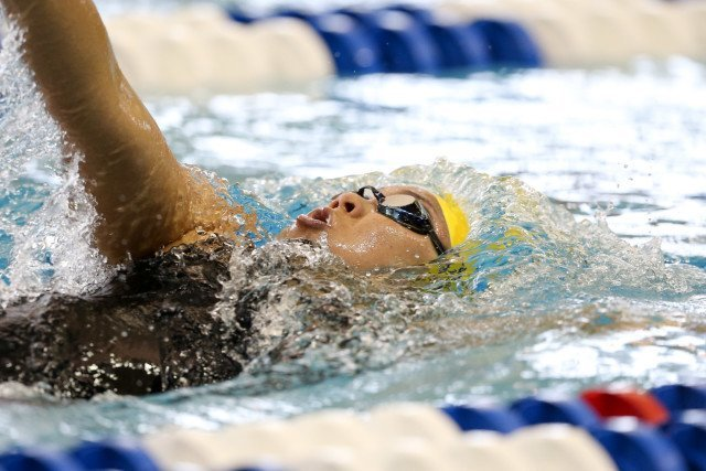 Cal's Celina Li mid-stroke in her backstroke leg of the 400 IM. Photo Credits: Tim Binning/TheSwimPictures.com