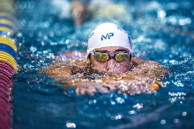 Michael Phelps warms up in Orlando (photo: Mike Lewis)