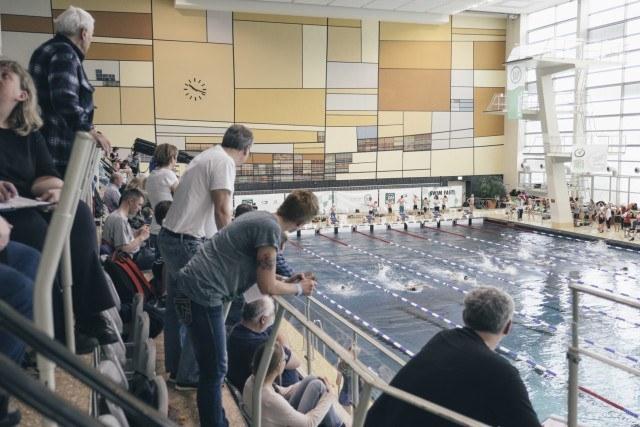 Volle Tribüne im Südbad am Samstagvormittag bei den Swim Race Days 2016 vom SV Westfalen Dortmund.