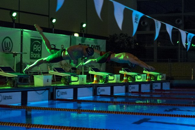 Finale des Elimination Race im Südbad bei den Swim Race Days des SV Westfalen Dortmund. Max Mral (links) und Erik Steinhagen (rechts), beide von der SG Dortmund.