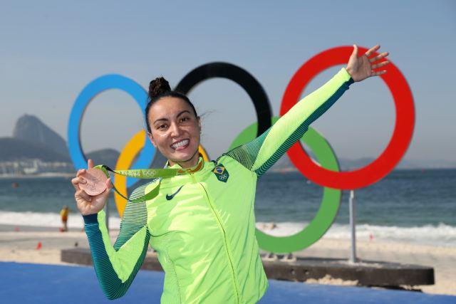 Poliana Okimoto medalha de bronze na prova de 10Km das maratonas aquaticas realizada na praia de Copabana. Jogos Olimpicos Rio 2016. 15 de Agosto de 2016, Rio de Janeiro, RJ, Brasil. Foto: Satiro Sodré/SSPress