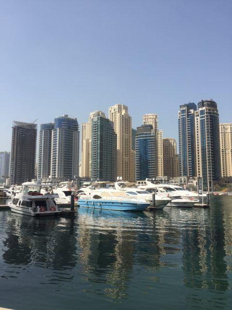 Einige der höchsten Wohngebäude der Welt an der Marina in Dubai
