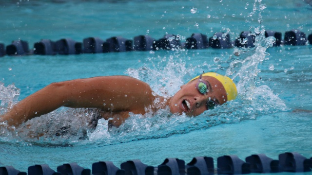 Uc san diego women 39 s swimming cruises past cal state east bay for San diego state university swimming pool