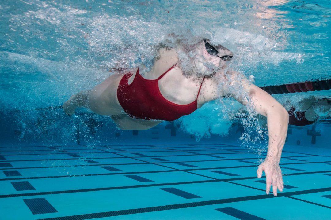 Tecnica: allargare le Dita Per Nuotare Più Velocemente