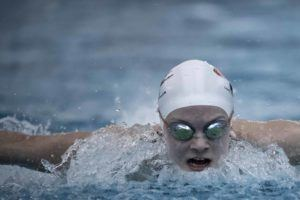 15-Year-Old Tess Howley Swims Sub-50 Second 100 Free