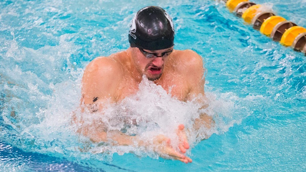 Houston Women, ECU, Cincinnati Men Lead After AAC Day 1
