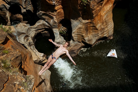 Red Bull Champions Embark on Cliff Diving Safari in South Africa (Video)