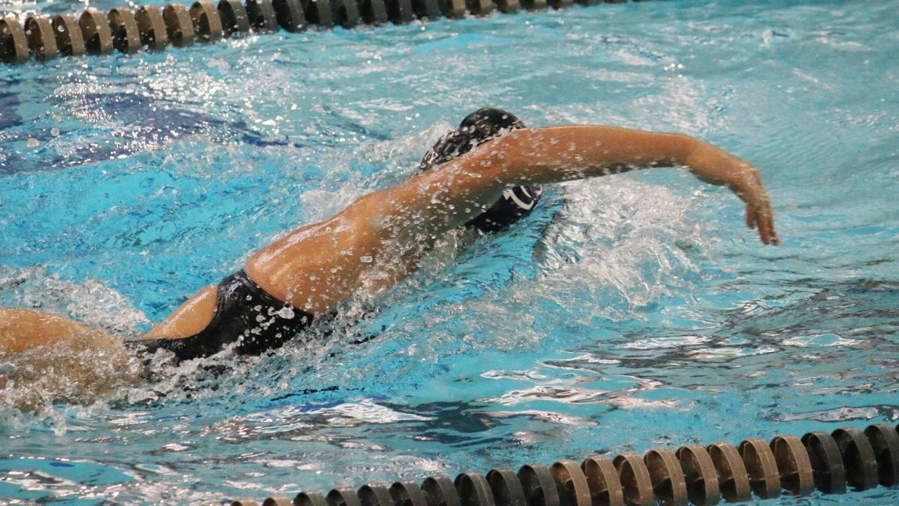 Division II Champs Queens Wins 9 Races in Quad vs. Division I Foes