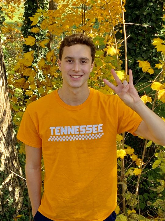 Griffin Hadley, Member of Nation-Leading 400 Free Relay, Commits to Tennessee