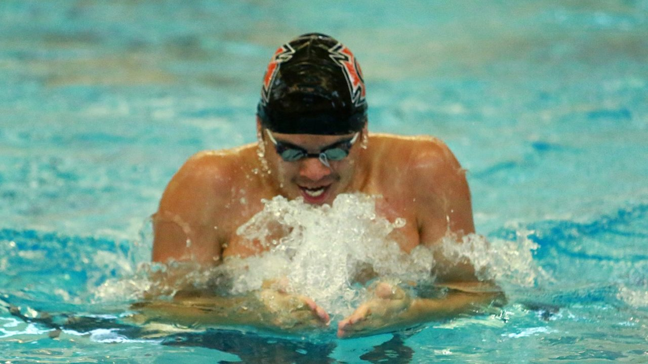 Grinnell College Men, Lake Forest Women Hold Leads At Midwest Conference Champs