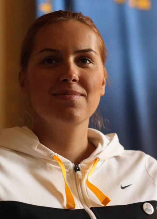 Epic Swims: Ukrainian Swimmer Yana Klochkova Wins 400 IM Gold, Fukoka 2001