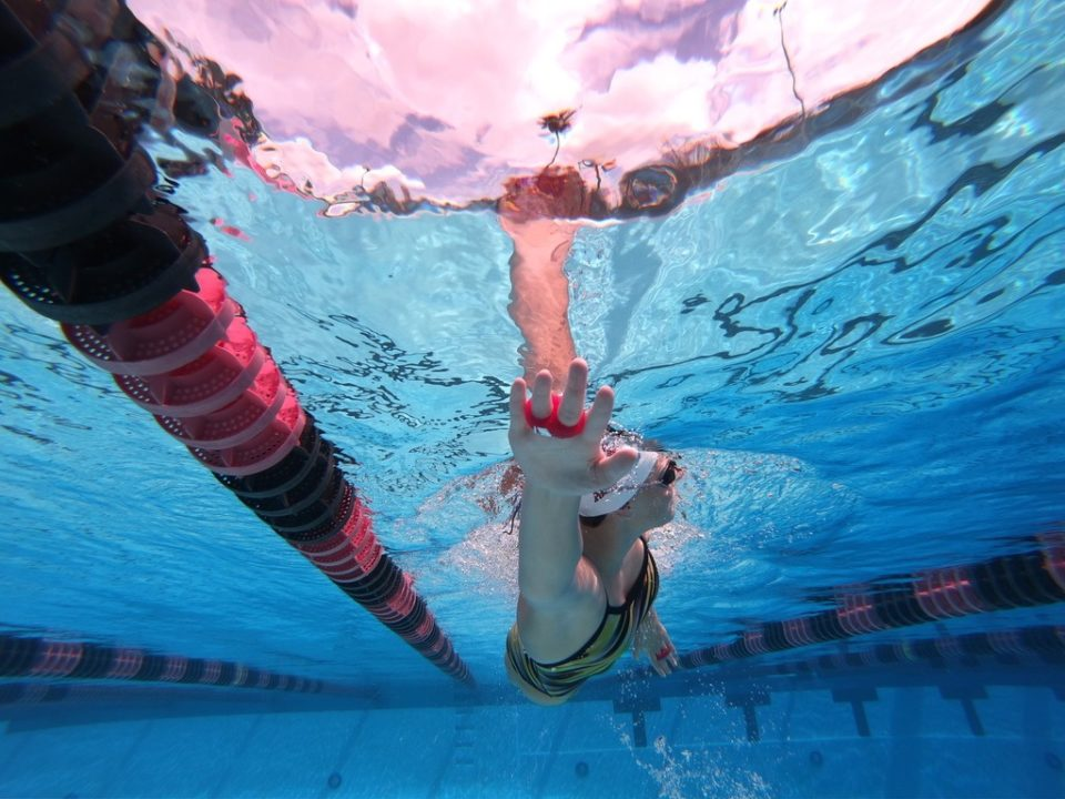 Aqua Knuckles FAQ: Why Does Open Finger Swimming Make You Faster?