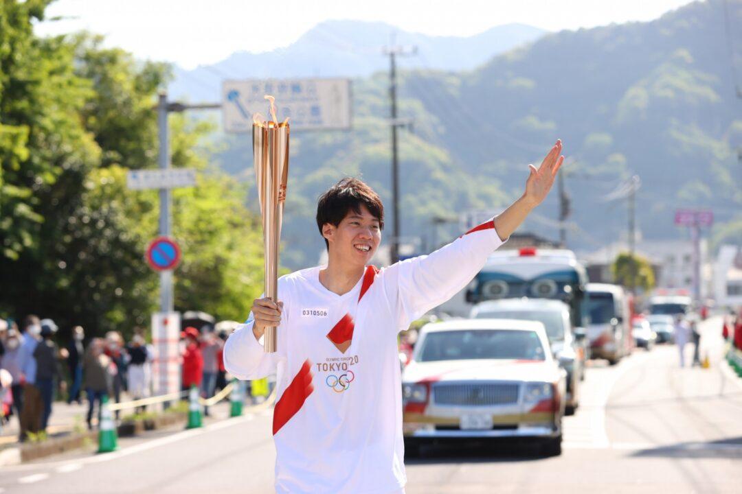 Ippei Watanabe Partecipa Alla Staffetta Della Torcia Olimpica